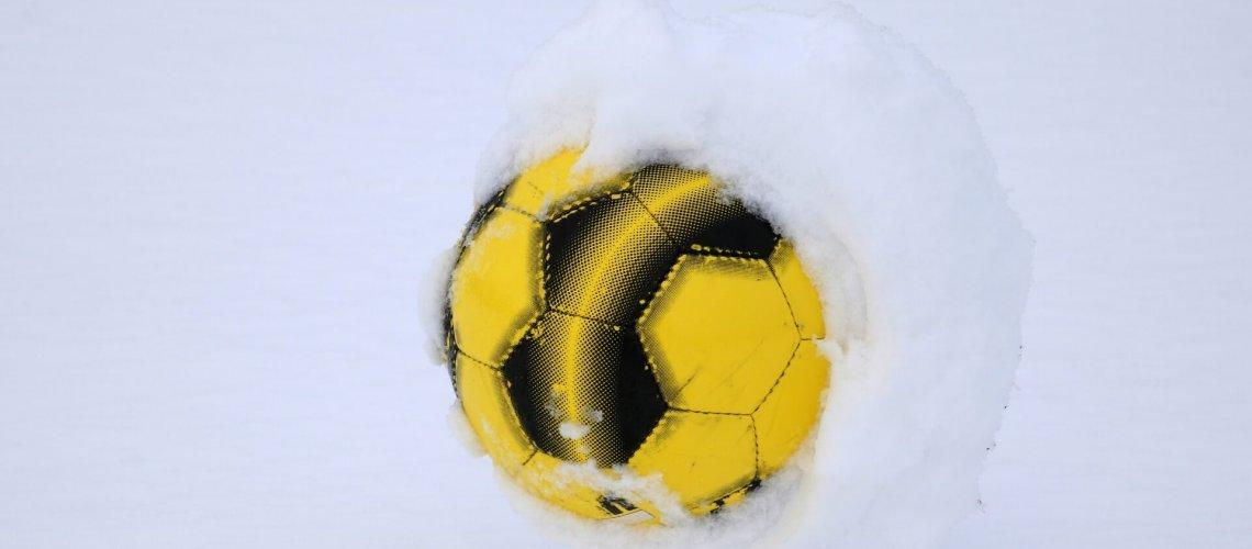 Fußball im Schnee